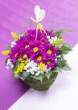 Vase à fleurs mis sur la table Photos libres de droits