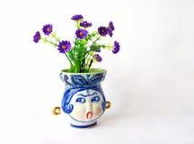 Vase à porcelaine avec des fleurs Photo libre de droits