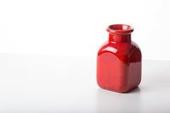 Vase στην άσπρη ανασκόπηση Στοκ φωτογραφία με δικαίωμα ελεύθερης χρήσης