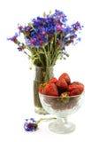 vase φραουλών γυαλιού Στοκ Φωτογραφίες