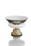 Vase antique sur la jambe - verre taillé - sur le fond blanc Photos stock