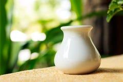 Vase auf dem Tisch Lizenzfreie Stockfotografie