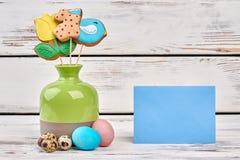 Vase avec les biscuits et la carte Photo stock