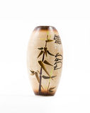 Vase beige avec des hiéroglyphes d'isolement sur le fond blanc Images stock