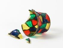 Vase cassé en verre de couleur Photo libre de droits