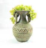 Vase complètement de raisins Photos libres de droits