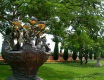 Vase en métal Photos libres de droits