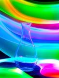 Vase en verre avec des étincelles et des vagues de lumière Photos libres de droits