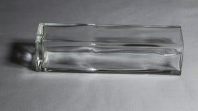 Vase en verre sur le fond gris photographie stock