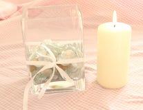 Vase et bougie en verre carrés Photo stock