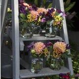 vase för tabell för hyacint för bukettgarnering äta middag glass Arkivfoton