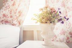Vase im Schlafzimmer Stockfotos