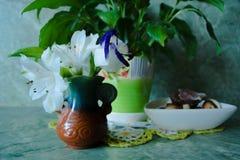 Vase mit Blumen Stockfotos