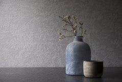 Vase mit Retro- Blick des getrockneten Grases und des Bullauges Lizenzfreies Stockfoto