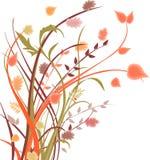 Vase mit trockenen Blättern, Apfel und Kerzen auf dem Rausschmiß Lizenzfreie Stockbilder