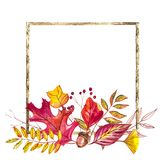 Vase mit trockenen Blättern, Apfel und Kerzen auf dem Rausschmiß Illustrationen gemacht von den Herbstbeeren und -blättern auf we Lizenzfreies Stockbild