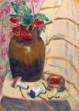 Vase mit Vogelbeere und Pilzen Stockfoto