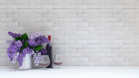 Vasen av lilor blommar med exponeringsglas och botten av vin på tegelstenbac Royaltyfri Fotografi