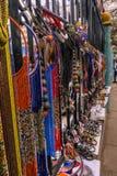 Vaser och hantverket anmärker på en marknad i Nairobi, Kenya arkivfoto