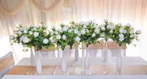 Vases avec des fleurs image stock