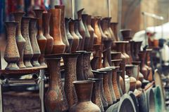 Vases en bronze à vintage images libres de droits