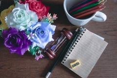Vases et crayons à fleur Images stock