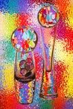 Vases et sphères en verre colorés Image stock