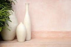 Vases sur le fond rose Images libres de droits
