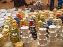 Vasi da vendere nel mercato africano Fotografie Stock Libere da Diritti