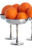 Vasi del metallo con i mandarini Fotografia Stock