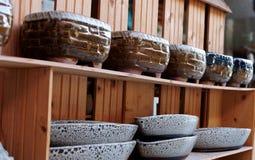 Vasi della porcellana nelle file immagine stock
