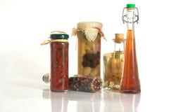 Vasi delle spezie ed aglio e cipolla Fotografia Stock