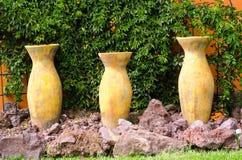 Vasi delle terraglie delle terraglie fotografie stock libere da diritti