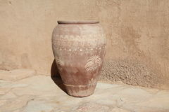 Vasi di pietra al castello di Jabreen Immagini Stock Libere da Diritti