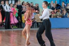Vasilenko Nikita en Bulichnikova Elizaveta Perform Youth Latin-American Program royalty-vrije stock afbeelding
