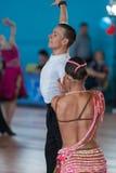 Vasilenko Nikita och Bulichnikova Elizaveta Perform Youth Latin-American Program Royaltyfri Foto
