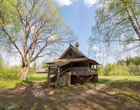 Vasilevo, dichtbij Torzhok. Museum van houten architectuur. De kapel van Mikhail Arkhangel stock afbeelding