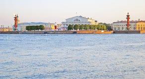 Vasilyevsky ö och den Neva floden Arkivfoton