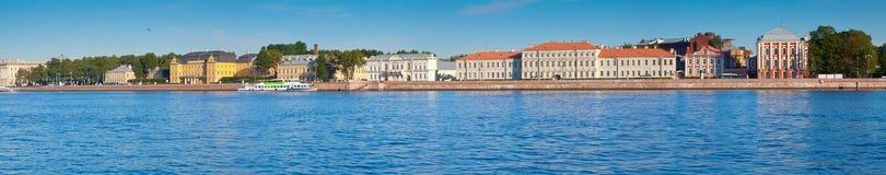 Vasilyevsky Insel am Sommertag Stockbild