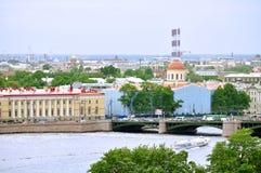 Vasilyevsky wyspa z dziejowymi budynkami i wodnym terenem Neva rzeka w świętym Petersburg, Rosja - ptaka oka widoku panorama Obrazy Royalty Free
