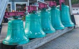 VASKIKELLO FINLANDIA, SIERPIEŃ, - 17, 2017: Kolekcja kościelny dzwon Zdjęcie Stock