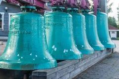 VASKIKELLO FINLANDIA, SIERPIEŃ, - 17, 2017: Kolekcja kościelny dzwon Zdjęcia Stock
