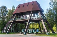 VASKIKELLO FINLANDIA, SIERPIEŃ, - 17, 2017: Kolekcja kościelny dzwon Obraz Stock