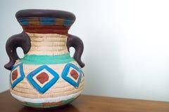 Vaso americano delle terraglie di sud-ovest tradizionale con le maniglie Fotografia Stock Libera da Diritti