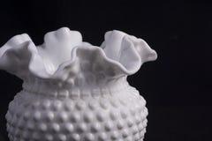 Vaso branco fundido da mão imagens de stock royalty free