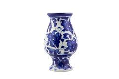 Vaso ceramico blu della porcellana su fondo bianco isolato Immagini Stock Libere da Diritti