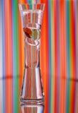 Vaso con i ciottoli di vetro Fotografia Stock