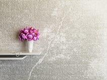 Vaso con i fiori rosa Fotografia Stock