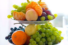 Vaso con la frutta Fotografie Stock