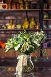 Vaso con le rose, cactus, campane Fotografia Stock Libera da Diritti